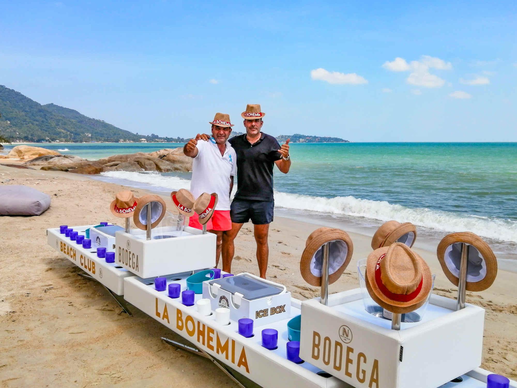 Plus grand bar flottant pour piscine de Thailande de N'Jpy PoolBar a La Bohemia Beach, Beach Club Koh Samui.