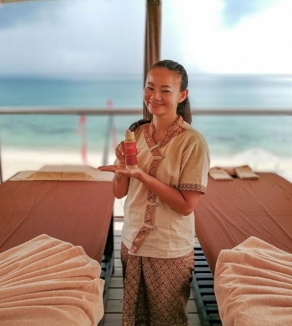 Salon de massage. Espace bien être « Bohemia Natural Relax »; Un espace suspendu face à la mer, en Bluetooth music relax amplifiant l'effet relaxant et apaisant des massages